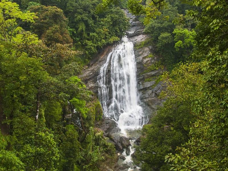 attukad-waterfalls-munnar-kerala