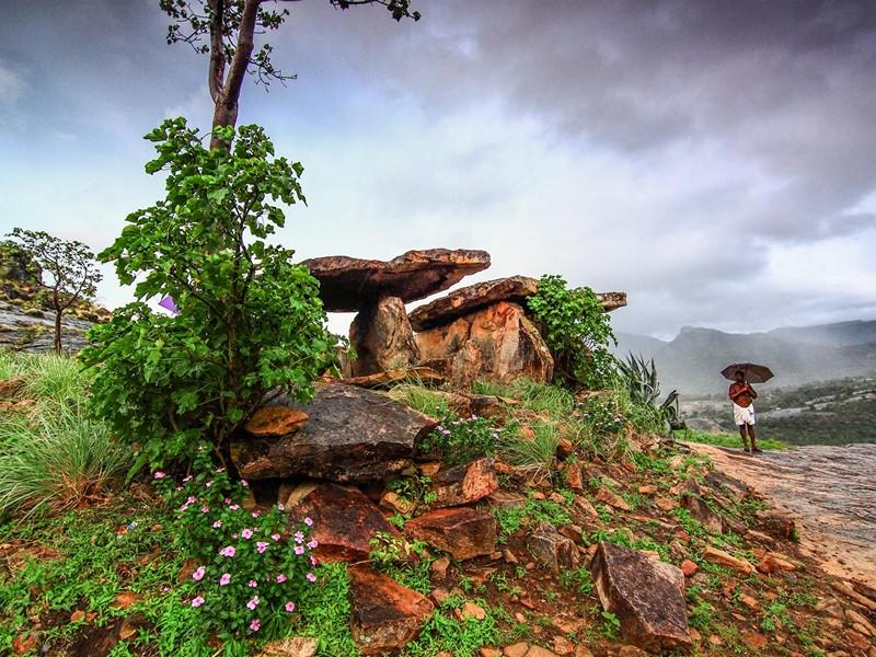 marayoor-dolmens-munnar